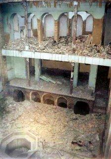 Demolição da casa de Mirza Abbas Nuri, em Junho de 2004, em Teerão