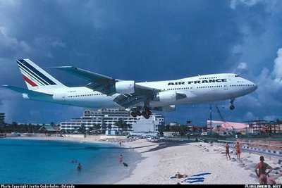 Unbelievable St.Maarten airport +Videos Seen On CoolPictureGallery.blogspot.com Or www.CoolPictureGallery.com Princess Juliana Airport at St Maarten