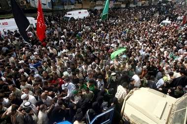 Some of the 10s of thousands of pilgrims marching to the Shrine of the 7th Imam August 20th 2006