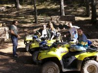 Foto de la gente de la primera ruta en quad