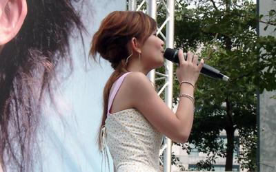 2005-10-16梁靜茹西門町簽唱會-3