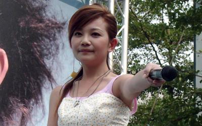2005-10-16梁靜茹西門町簽唱會-4