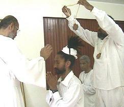 El M.H. Swami recibiendo su consagracion como SAT CHELLAH