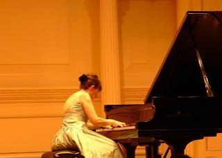 Juana Zayas, piano