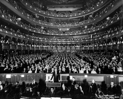 Gala Farewell concert, Metropolitan Opera House, New York (April 16, 1966), with Leopold Stokowski, photo by Louis Mélançon