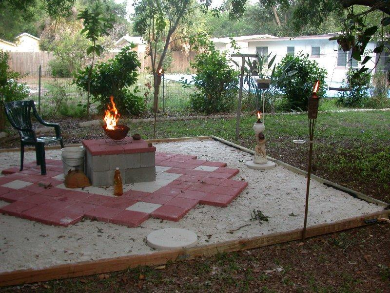 The Central Pedestal Is Two Layers Of Sand Filled Cinder Blocks Topped With  Four 16 Inch Square Red Patio Stones.