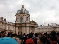 Das Institut de France. Man stelle sich diese ganzen Menschen auf dem Fleck zwischen den Säulen vor.