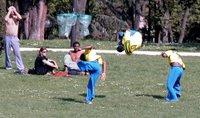 Fotomontage des springenden Capoeiramenschen. An der Höhe hab ich nichts geschraubt, der ist wirklich so hoch gesprungen!