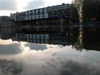Blick auf den Quai de Seine vom Quai de Loire aus. An beiden dieser Ufer ist jeweils ein Kino und es gibt einen Fährverkehr, falls einem das Programm auf der einen Seite nicht gefällt.