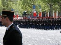 Die ganzen Champs Élysées waren voll mit Pferdeäpfeln. Nicht sehr vorzeigegeeignet eigentlich.