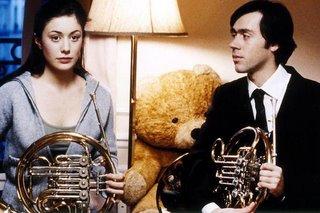 Fanny Valette als 19-jährige Julia und Emmanuel Mouret als ihr Musiklehrer bei einer ihrer Hornstunden in Changement d'adresse. Beide haben durch ein hervorragendes Spiel geglänzt (wenn auch nicht auf dem Horn).