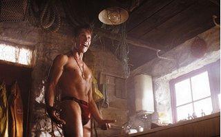 """Johnny Castle wie sie ihn noch nie gesehen haben und auch nie sehen wollten! Patrick Swayze in """"Keeping Mum"""" und sexy gemeinter Unterwäsche."""