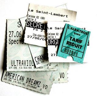 Sieben Kinokarten. Allerdings gehört eine nicht zu einem Film, den ich an den beiden Kinofeiertagen gesehen habe, da ich die Originalkarte nicht wiedergefunden habe. Wer herausfindet, welche es ist, wird von mir persönlich beglückwunscht.