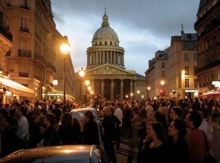 Wie gesagt, für Autos war die rue Soufflot, die vom Jardin du Luxembourg zum Panthéon führt, so gut wie nicht mehr zu gebrauchen.