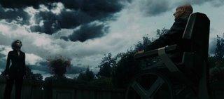 Charles Xavier und Storm. Letztere hat sich grade am Wetter vergangen.