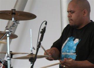 Der Schlagzeuger während eines sehr geilen (und sehr langen) Solos.