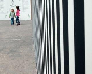 Selbst die Trennwände von außen waren oft künstlerisch gestaltet. Hier im geometrischen Zebra-Look.