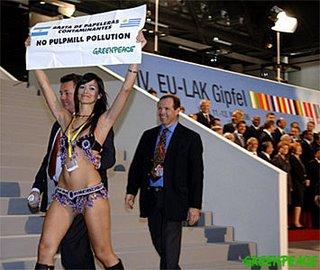 La protesta ocurrió ante los mandatarios reunidos en la cumbre Unión Europea, América Latina y el Caribe