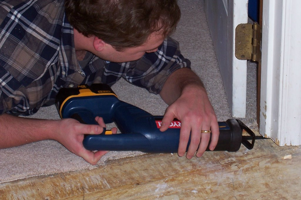 Contemporary Saw To Cut Under Door Frames Elaboration Picture