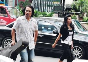 TIDAK sempat bertentang mata ketika menyusuri jalan raya di Jalan Bukit Bintang, Kuala Lumpur yang sentiasa sibuk.
