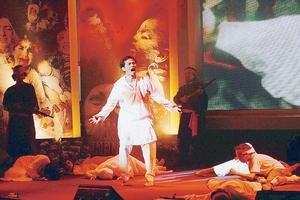 Penuh Penghayatan: Aksi Rosyam Noor ketika melakonkan babak Jiwa Perjuangan.