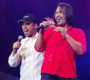 M. Nasir and Mawi belting out Lagu Jiwa Lagu Cinta during a concert at the Putra Stadium