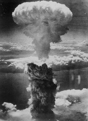 El 6 de agosto de 1945, a las 8:15 horas, sobre la ciudad japonesa de Hiroshima cayó la primera bomba atómica, llamada LITTLE BOY, lanzada desde el avión