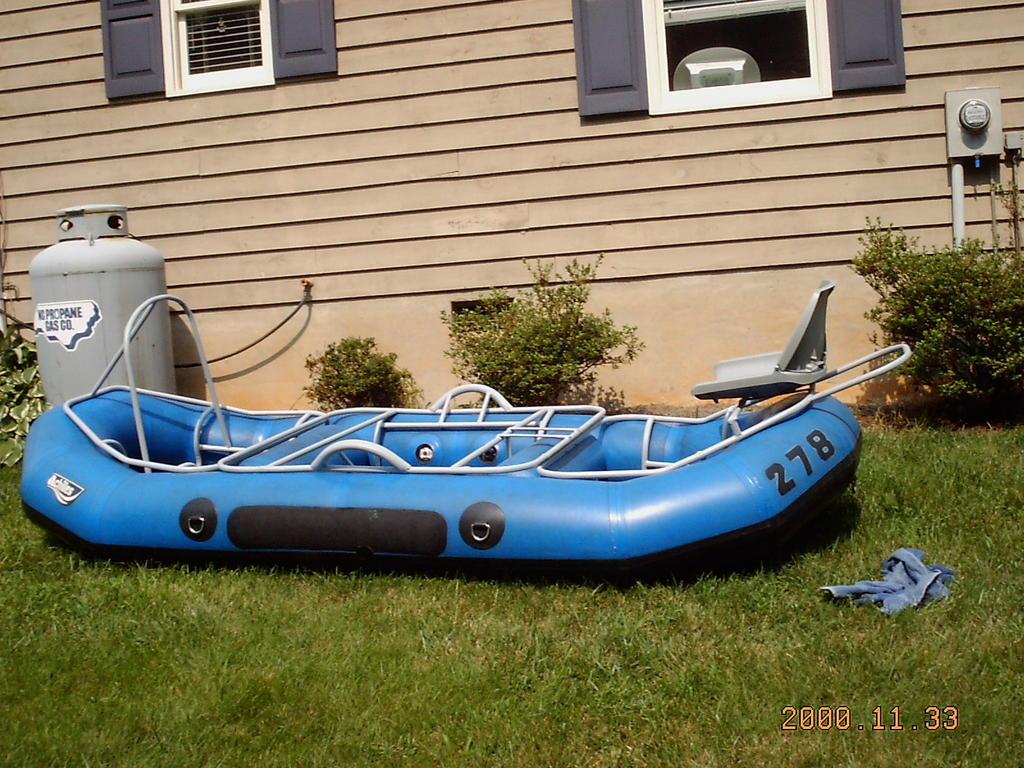 The flyfishmagazine blog fly fishing raft monster garage for Fly fishing raft