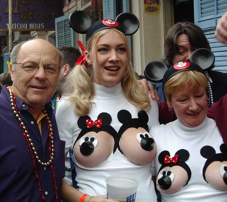halloween costumes banned from disney world