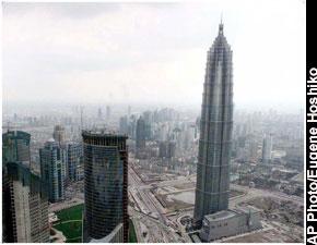 fue construido en el ao y sobrepas al world trade center de nueva york en el edificio ms alto en los estados unidos