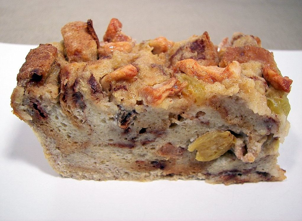 Cinnamon Apple Raisin Bread Pudding (Adapted from CL)
