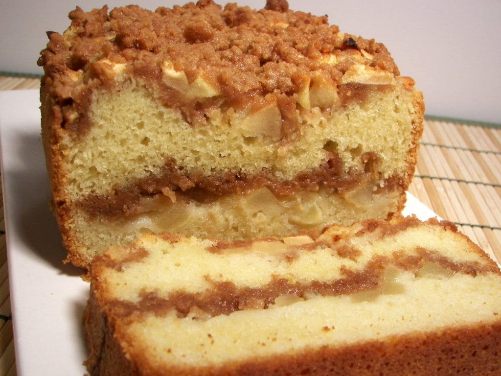 Loaf Cake With Apple And Cinnamon