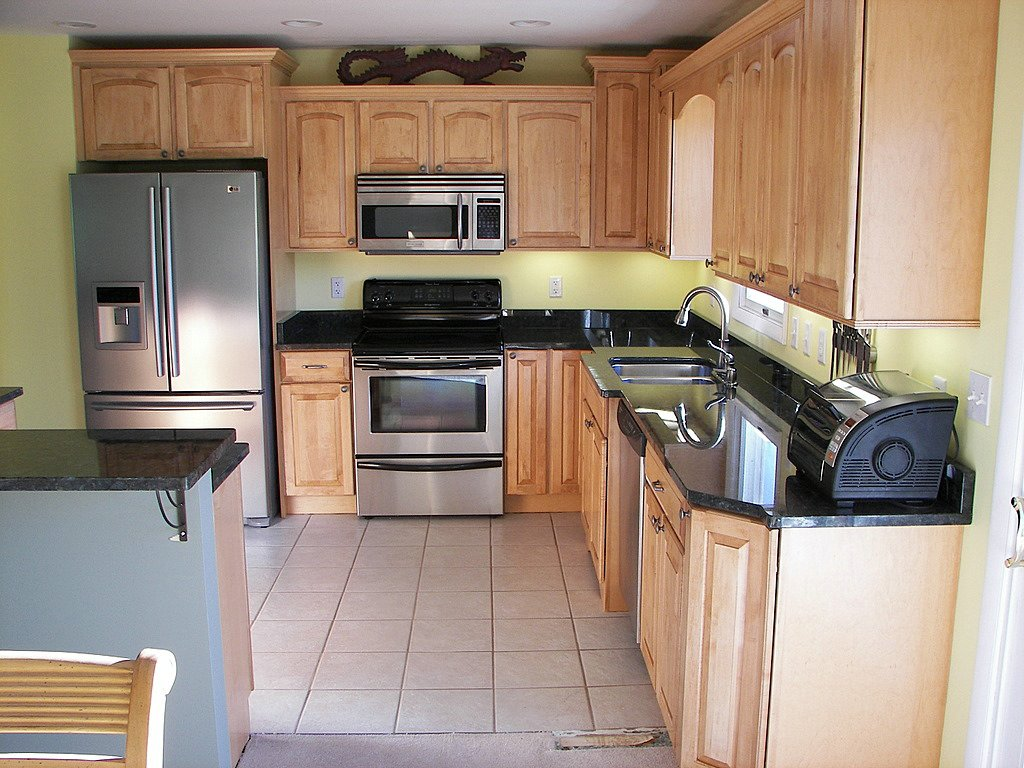 The Cabinets Are Semi Custom Maple From Kraftmaid   Portsmith Roman Style  With A Honey Spice Glaze.