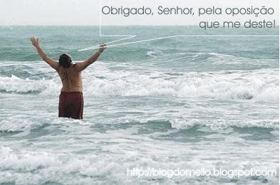 Lula na praia, sobre foto de Celso Junior/AE