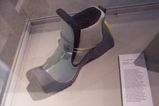 Shoe for those in prolonged kneeling position