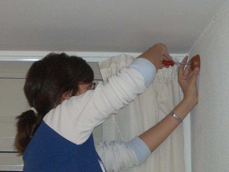 El mundo de pin brico pin como poner una cortina - Colgar sin agujeros ...
