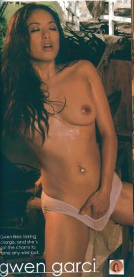 Nude family at home pic
