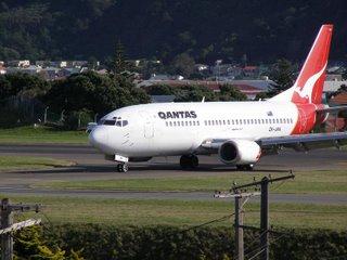 Qantas B737 after landing
