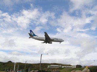 Air New Zealand B737 short final runway 16 at Wellington