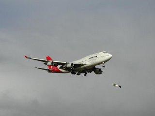 Qantas Airways B747-400. Final approach NZAA rwy 23
