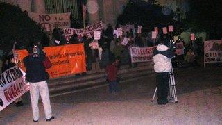 Manifestación afuera de la audiencia