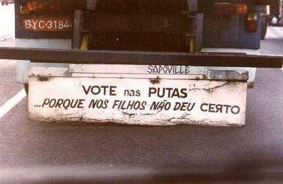Piada-Imagem: Foto de frases em para-choque de caminhão malhando os políticos
