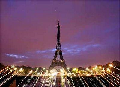 Torre Eiffel ao Amanhecer
