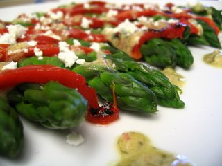 asparagus salad with roasted red peppers and goat cheese