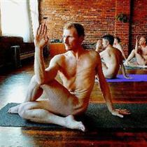 Ron Stewart leading Skyclad Yoga in Vancouver; photo by Mark Van Manen, Vancouver Sun