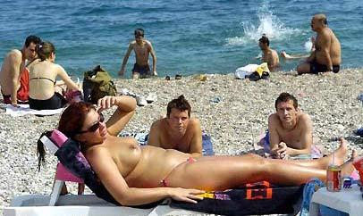 Çıplaklar kampı sikiş serbest fransa sahilleri  Sürpriz