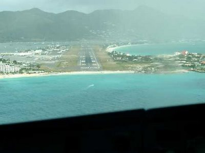 amazing weird funny pictures aircraft at st maarten airport