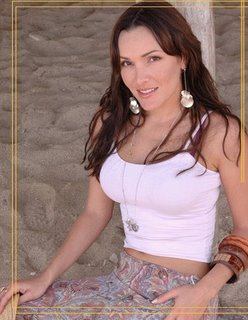http://photos1.blogger.com/blogger/6149/3366/320/FabiolaColmenares02.jpg