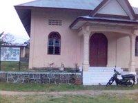 Gedung TK Sari Ma Panondang di belakang gereja. Sayang, papan namanya sudah tak terbaca lagi