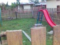 Taman bermain yang dulu waktu kecil, selalu membuat iri.